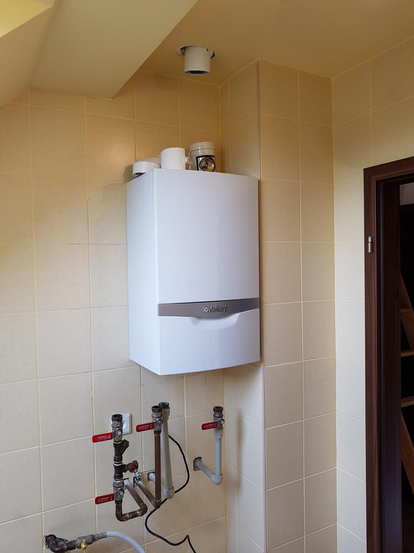 Výměna staršího kotle Ferroli za nový kondenzační kotel Vaillant VUW 246/5-5 ecoTEC plus