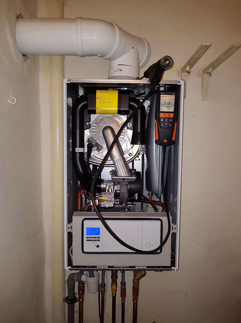 Výměna průtokového komínového kotle Vaillant za nový kondenzační kotel Vaillant VUW 236/5-3 ecoTEC pro – Praha 8