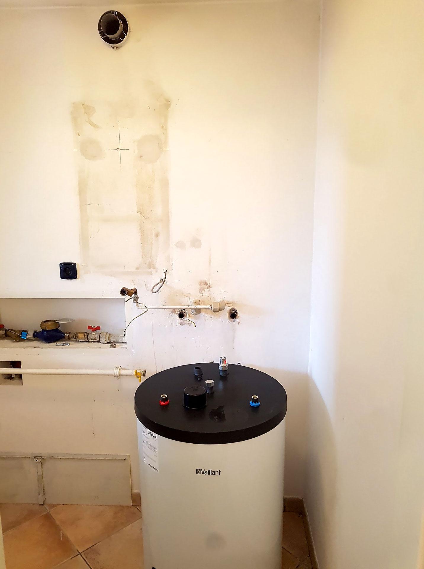Výměna plynového kotle Vaillant s průtokovým ohřevem za nový kondenzační kotel Vaillant se 120litrovým zásobníkem a novou ekvitemní regulací Vaillant eRELAX ovládanou přes mobilní aplikaci